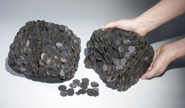Clara-Amit-courtesy-of-the-Israel-Antiquities-Authority-Lumps-of-coins-that-were-discovered-at-sea-weighing-a-total-of-c.-20-kilograms.-e1463399343272